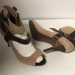 GUESS BRAND NEW brown NUDE heels Size 9M #56 $390